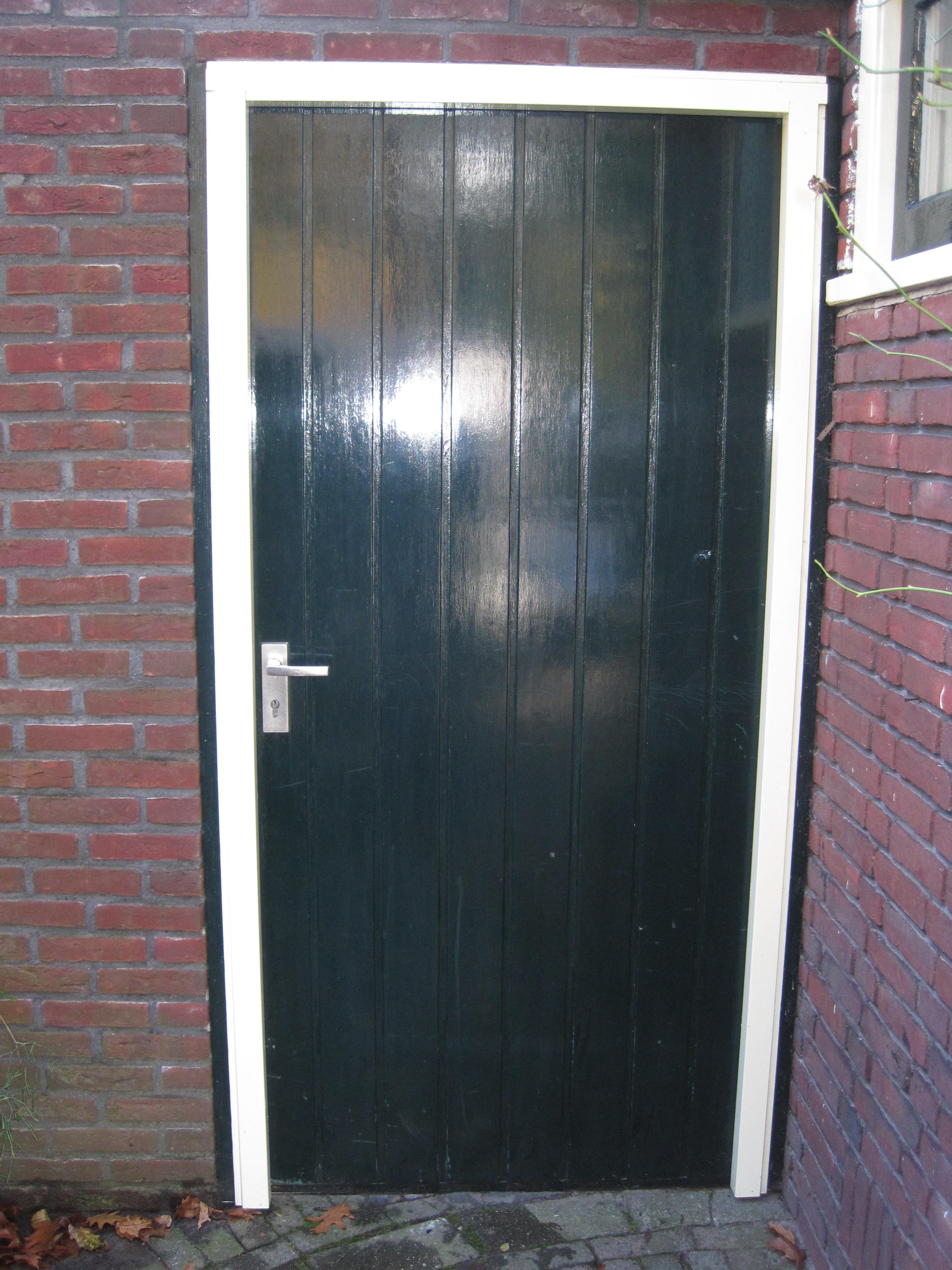 Multiplex poort deur met ingevreesde sleuven