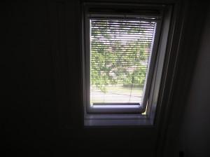 Aanbrengen van Horren en Luxaflex in dakvenster